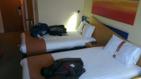 Holiday Inn Express Glasgow City Centre Riverside : hotel room
