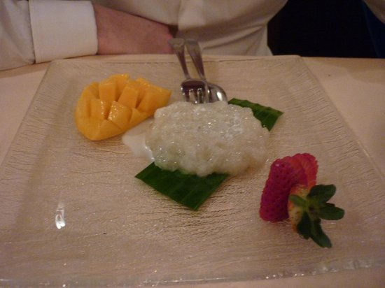 Bangkok: sticky rice with coconut milk and fresh mango