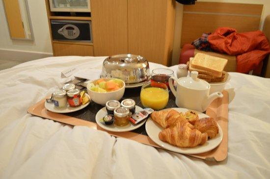 Novotel Cardiff Centre: Continental Breakfast