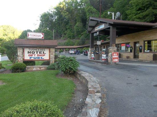 Tuskeegee Motel: Gas Station/Office