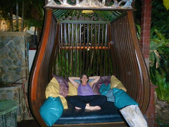Sawasdee Village: Huge bed swings on the grounds