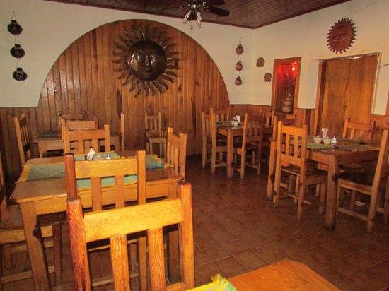 Tío Molcas: Con un diseño muy artesanal, de madera, muy de la región!!!