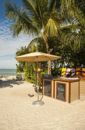 Vanderbilt Beach Resort: Beach Stand