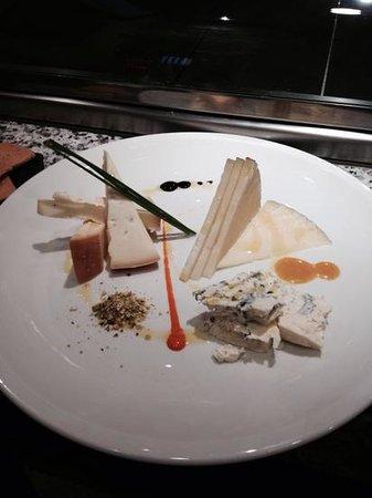 Basarri: correctisimo plato de quesos