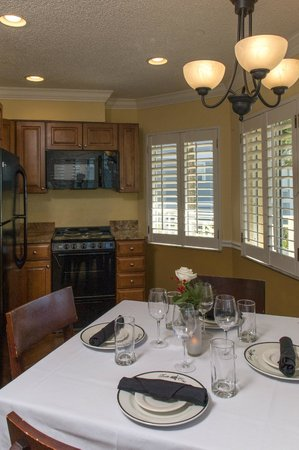 Vanderbilt Beach Resort: Deluxe Beachview Junior Suite Kitchen