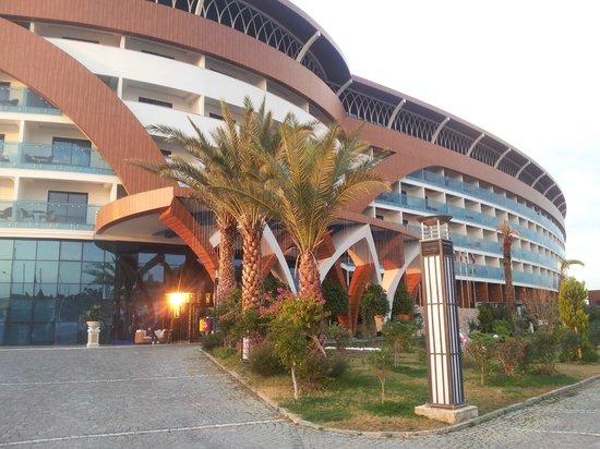 Granada Luxury Okurcalar : Hotel von vorn