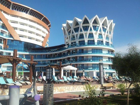 Granada Luxury Okurcalar : Hotel von der Meerseite
