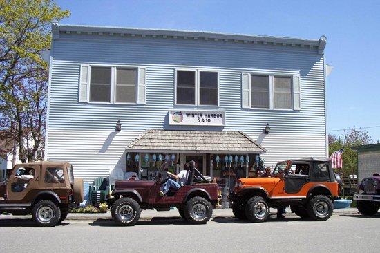 Winter Harbor 5&10: Jeep vist at the 5&10