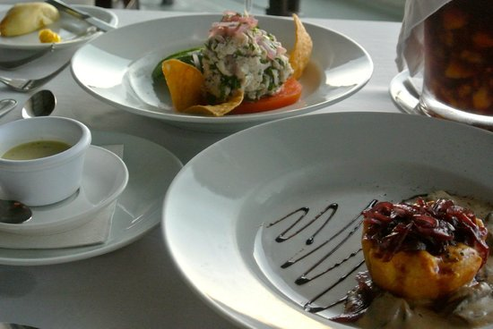 La Luna Restaurant at Gaia Hotel & Reserve: appetizers - tomato tart and sea bass ceviche (both amazing)