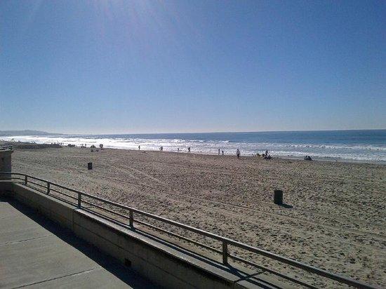 Pacific View Inn: plenty of sand