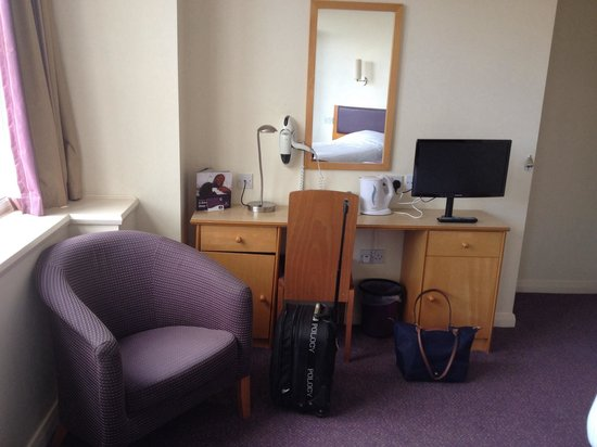 Premier Inn Glasgow City Centre (Charing Cross) Hotel : Room 404
