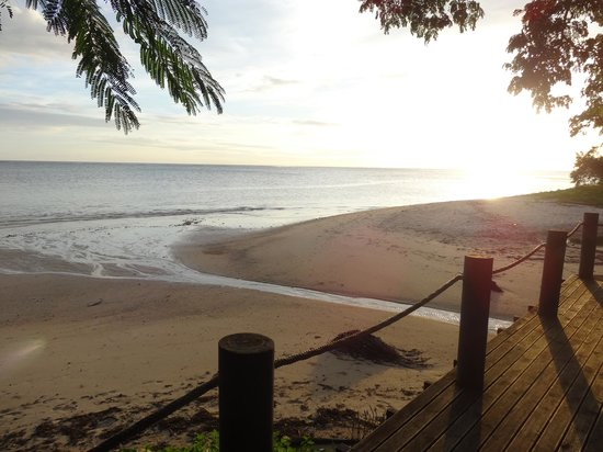 Wellesley Resort Fiji: Beach view from deck (low tide)