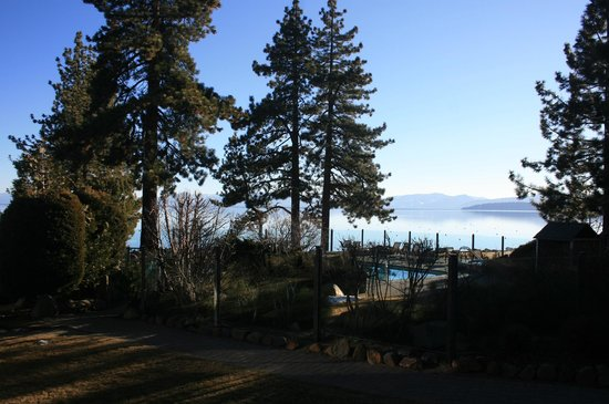 Red Wolf Lakeside Lodge: A view of Lake Tahoe from our unit