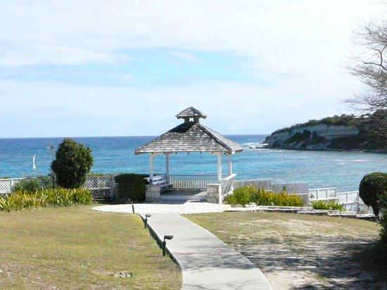 Grand Pineapple Beach Antigua: Gazebo overlooking the sea