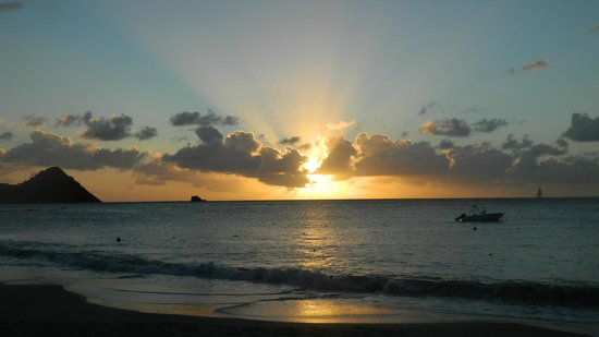 BodyHoliday Saint Lucia: Sunset on the Beach