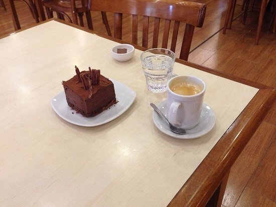 Rapa Nui: Torta rellena de dulce de leche