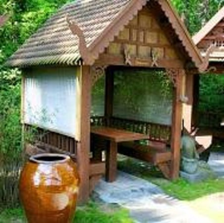 Indochine: Private huts to eat in.  Romantic.