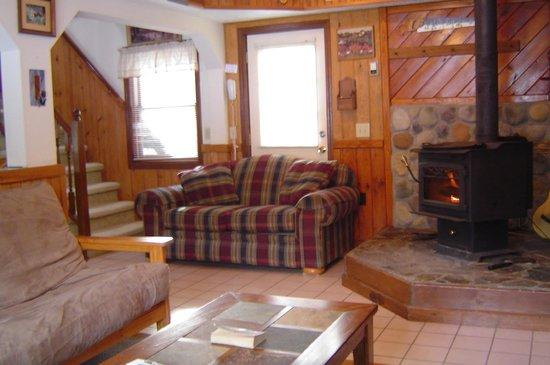 Stone Mountain Chalet Lodging : Tannenbaum Chalet / 3 bedroom 2 baths / sleeps 6-10