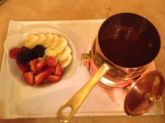Cafe Savoy: Chocolate and fruit fondue