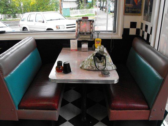 Cafe Planet Java 50s: Booths with Juke boxes