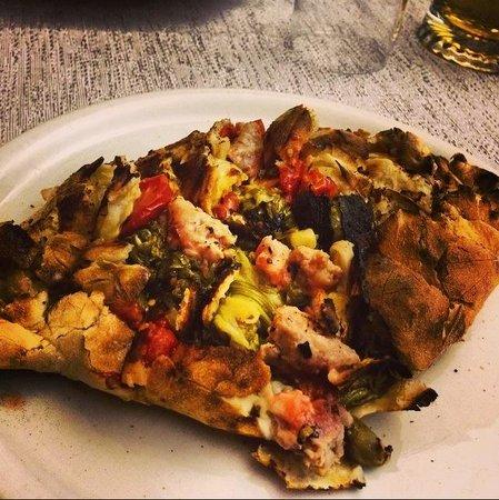 Pizzeria Trattoria Da Benito: Calzone novità.. Da provare assolutamente!! Buonissimo