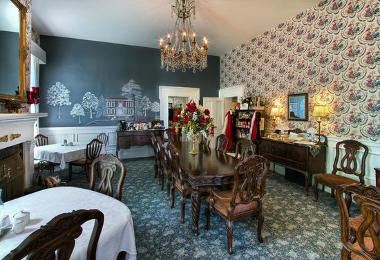 1851 Historic Maple Hill Manor Bed & Breakfast : Dine in our formal dining room, yet comfortable enough for any age.