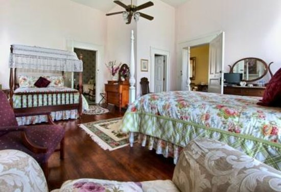 1851 Historic Maple Hill Manor Bed & Breakfast : Spacious antique-appointed Guest Rooms, some with mutiple beds for families and girlfriend getaw