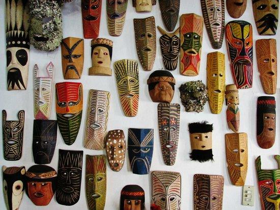 Una pared muy característica del Tío Molcas... Máscaras hechas por los Tarahumaras!!!