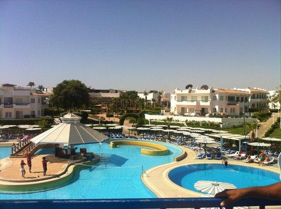 Dreams Beach Resort : Pool side
