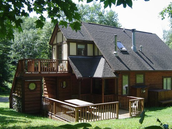Stone mountain chalet lodging reviews photos great for Cabins near letchworth state park