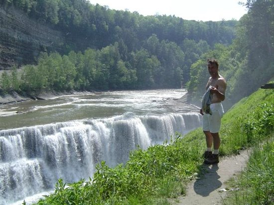 Stone Mountain Chalet Lodging : Letchworth State Park. Area Attractions!