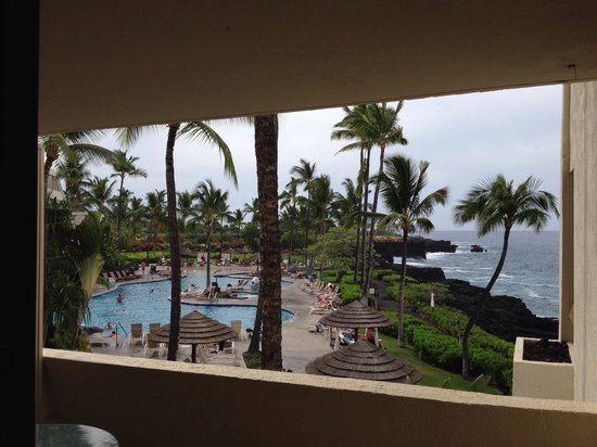 Sheraton Kona Resort & Spa at Keauhou Bay: Ocean Front ? Really ?!?