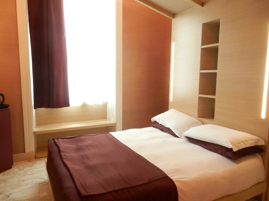 Dharma Hotel & Luxury Suites : Bedroom