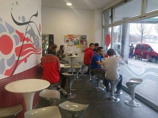 Botxo Gallery Youth Hostel : desayunando