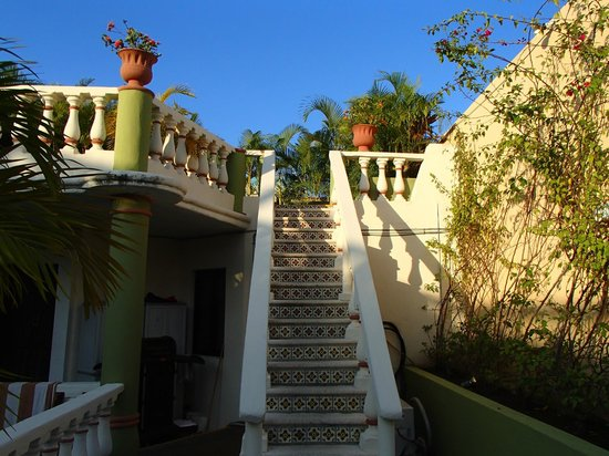 Hotel Aventura Mexicana: beautiful steps leading to sun deck
