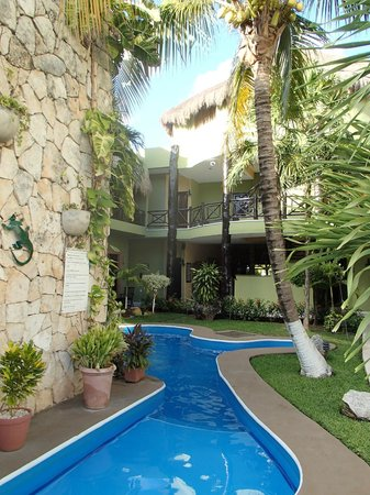 Aventura Mexicana: family side of hotel