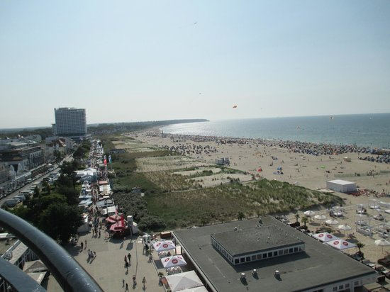 Leuchtturm Warnemünde: Beach view from the lighthouse - look at all the vendor booths!
