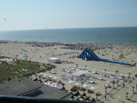 Leuchtturm Warnemünde: Beach view from the lighthouse - slide for the kiddies