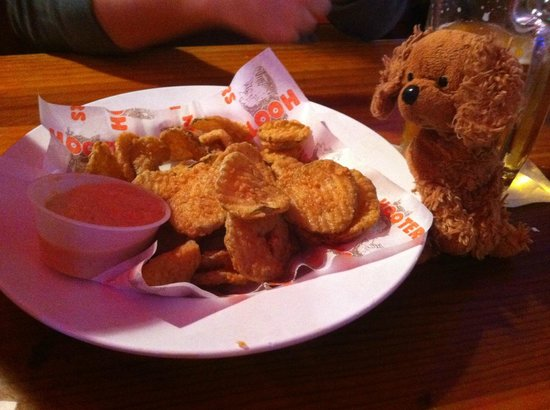 Hooters of Pointe Orlando: Fried Pickles and Monsieur Turnip