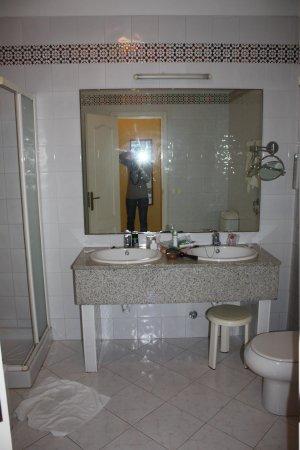Hotel RF San Borondon : bathroom