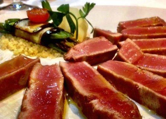 El Cangrejo Loco: Grilled Tuna Entrecot