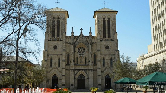 San Antonio Trolley Tours: San Fernando Cathedral in the Main Plaza!