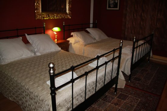 Barcino 147 : Room with 2 double beds (4 persons)