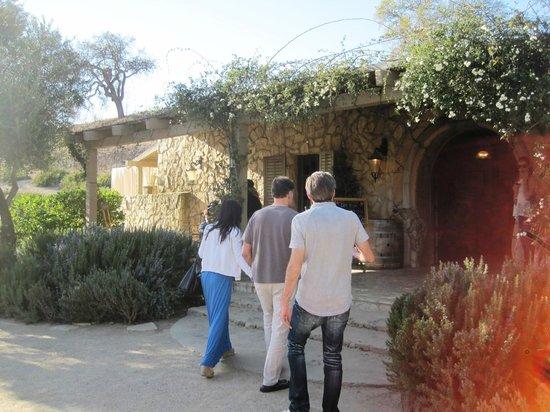 Sunstone Vineyards & Winery: テイスティング建物外観
