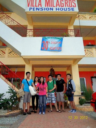 Villa milagros alaminos city filippinerna omd men for Villa milagros
