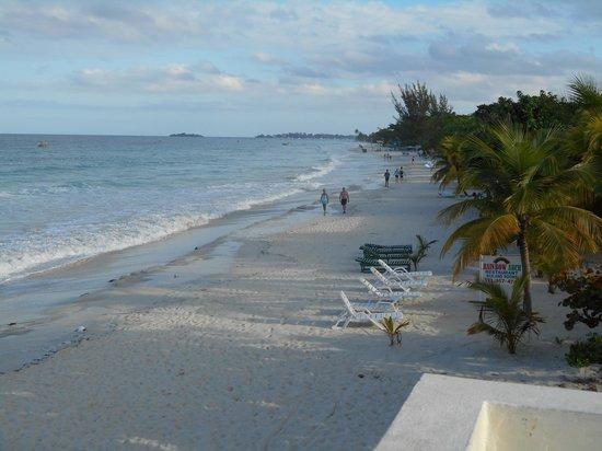 White Sands Negril: beach