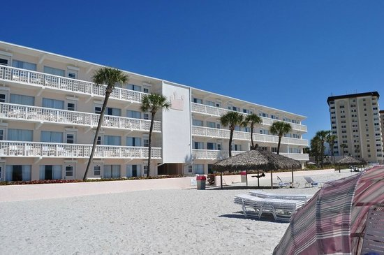 Sandcastle Resort at Lido Beach: Beachside rooms...view from the sand.