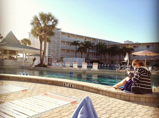 Sandcastle Resort at Lido Beach: Poolside, view of bar in upper left corner