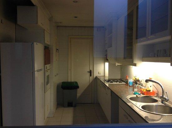 Lullaby Rambla Catalunya: 4F, kitchen