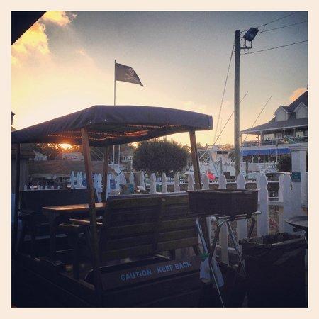 Rudee's Restaurant & Cabana Bar: Rocking Tables on the Deck